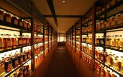 Zicassojapan_whisky_library_at_yamazaki_distillery_photo_by_y_u_k_i_nk_flickr2-edited