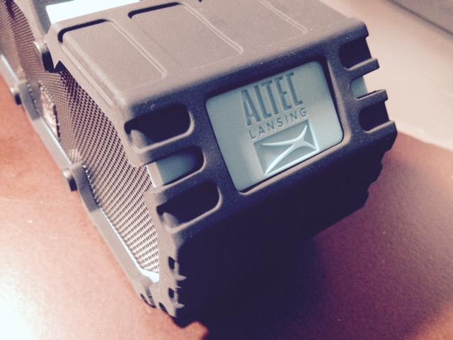 Altec-Lansing-BluetoothSpeaker-2