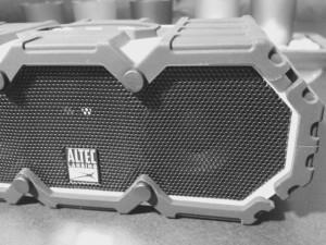 Altec-Lansing-BluetoothSpeaker-3